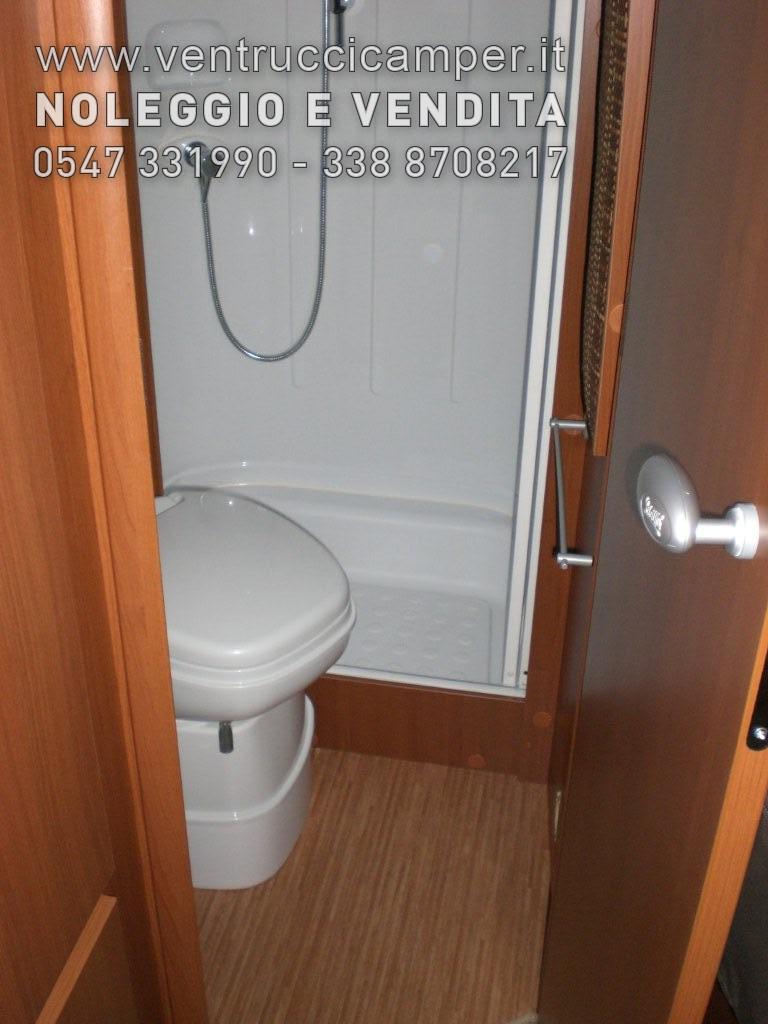 Mc louis mc4 62 130mjtd 130cv 2011 unico proprietario letto alla francese 6 posti omologati www - Bagno alla francese ...